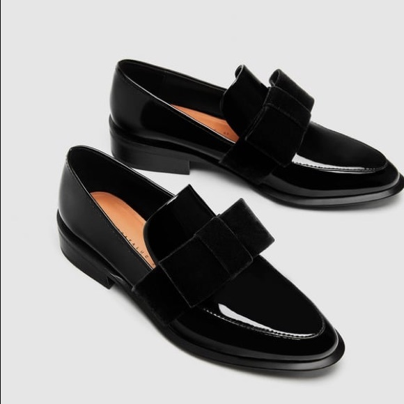 e6de6d61133 NWT Zara Faux Patent Leather Velvet Bow Loafers